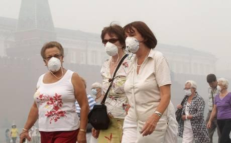 Nube di fumo copra il cielo di Mosca (Ansa)