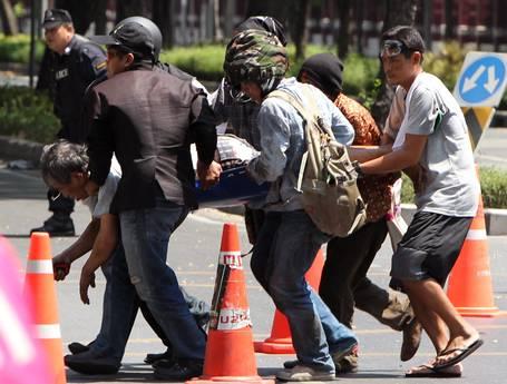 Scontri a Bangkok, forte tensione (Ansa)