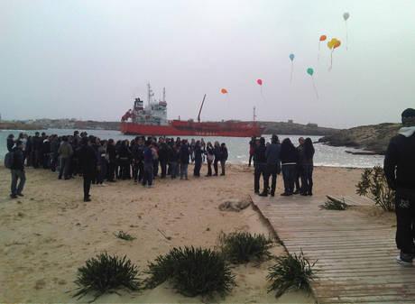 Un momento dell'occupazione della spiaggia della Guitgia (Ansa)
