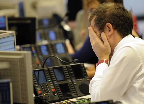 Altra giornata negativa in Borsa (ansa)