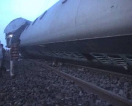 Scontro tra treni in India (Ansa)