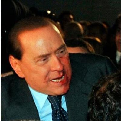 Berlusconi ferito (da Corriere.it)