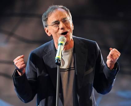 Roberto Vecchioni (Ansa)