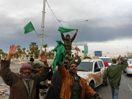 Forze di Gheddafi a Brega (Ansa)
