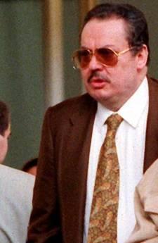 Un'immagine d'archivio datata 3 ottobre 1995 del cassiere della banda della Magliana Enrico Nicoletti insieme con sua figlia (Ansa)