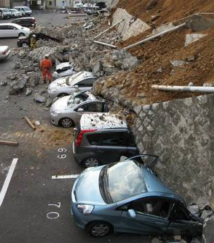 I danni del violento terremoto (Ansa)